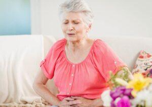 болит живот у пожилого человека