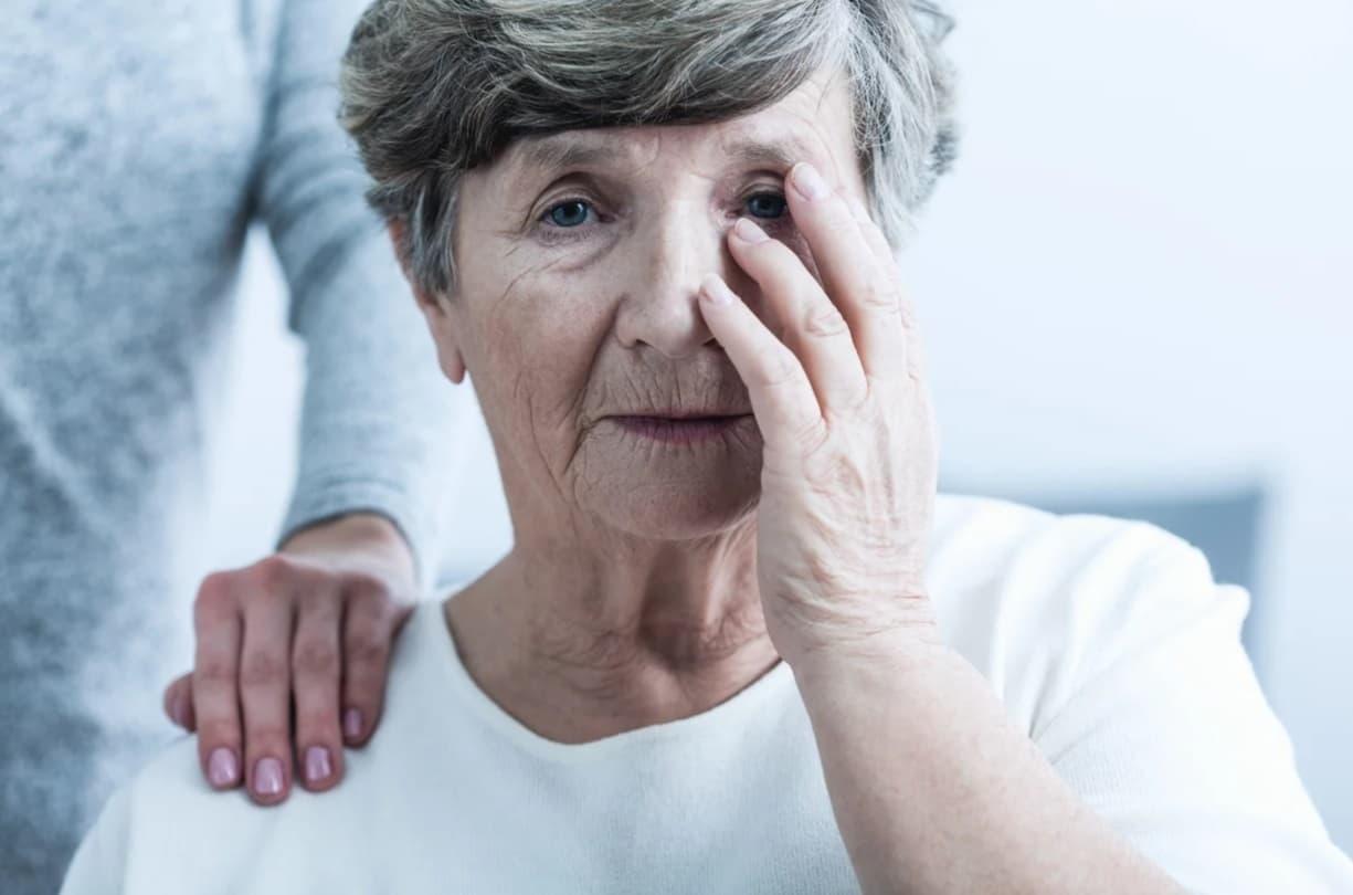 уход за пожилыми с плохим зрением