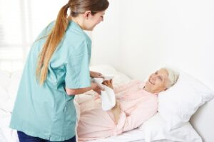 уход за лежачими пожилыми